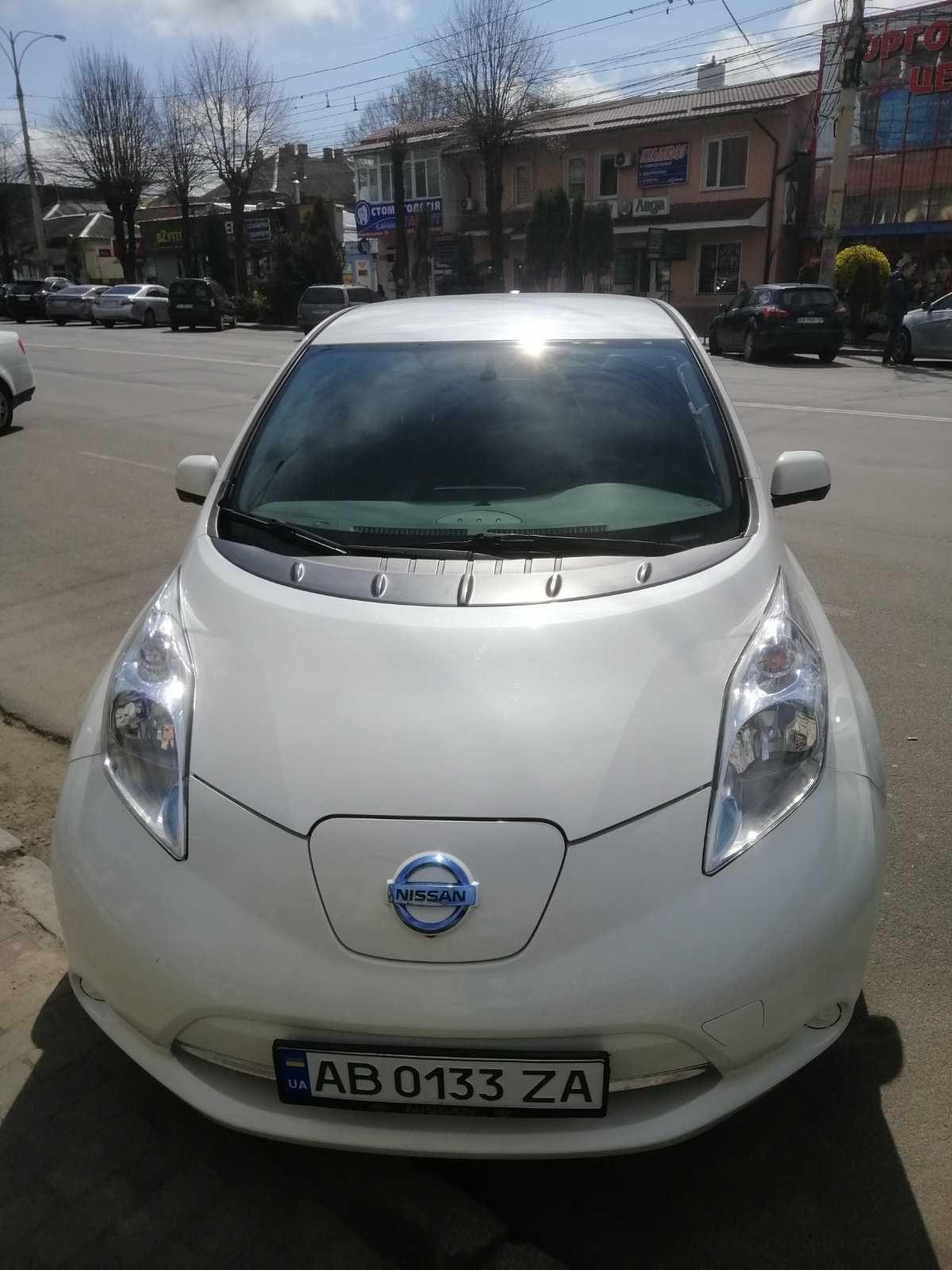 Продам авто Nissan Leaf SV 2015 р. 24 кВт