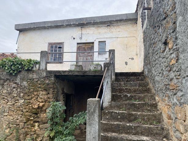 Casa com forno para restaurar em Parada - Braganca