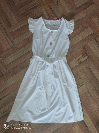 Платье белое с коротким рукавом 44р