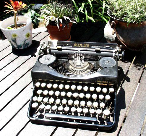 Maquina de escrever teclas em vidro - antiga