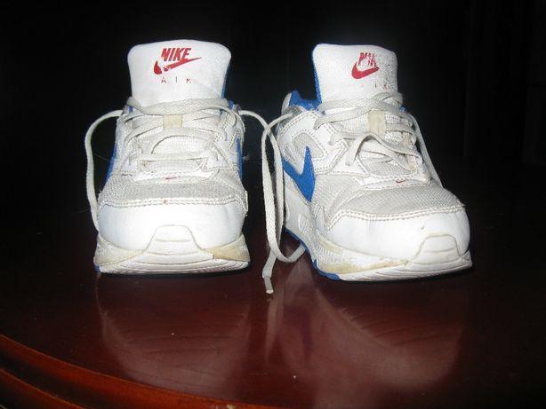 Продам детские фирменные кроссовки Найк кожа 26 размер