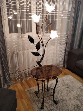 Журнальний стіл з настольною лампою