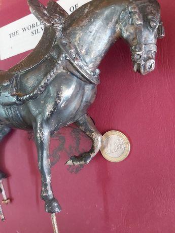 Cavalo antigo de metal