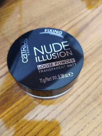 Puder Catrice Nude Illusion Fixing.