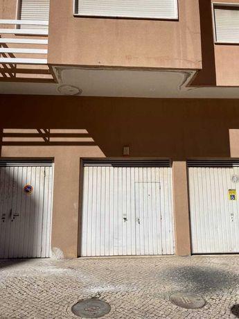 Garagem/Armazem/Escritório em Rio De Mouro