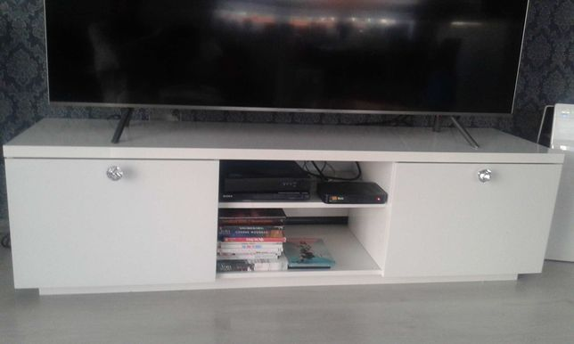 Ladna szafka pod telewizor polecam.