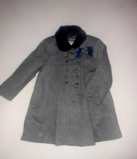 Wełniana płaszcz z kolekcji Paryski Szyk firmy Wójcik R.116
