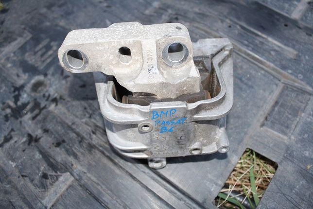 Poduszka silnika prawa Passat B6