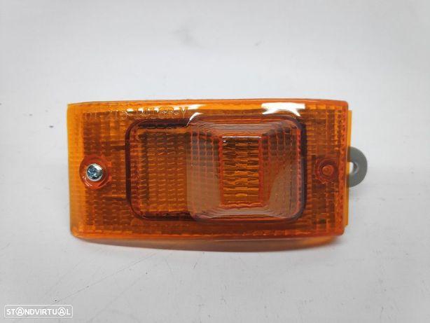 Pisca Direito Nissan Vanette 84-89