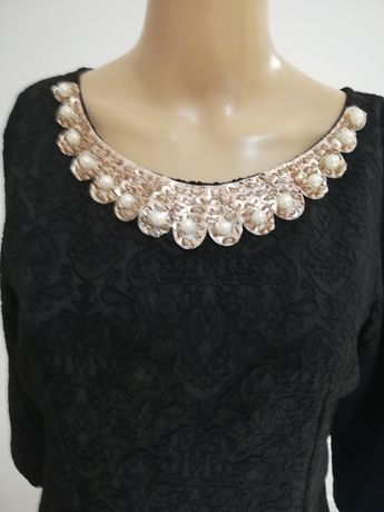 Sukienka mała czarna z bogatym zdobieniem