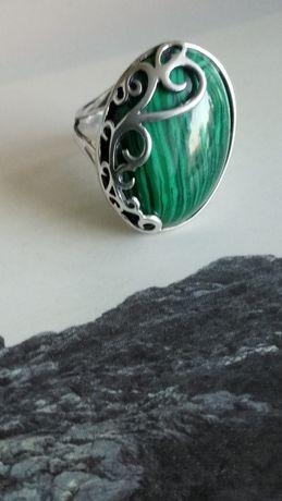 Stary srebrny pierscionek rękodzieło z naturalnym kamieniem labradoryt