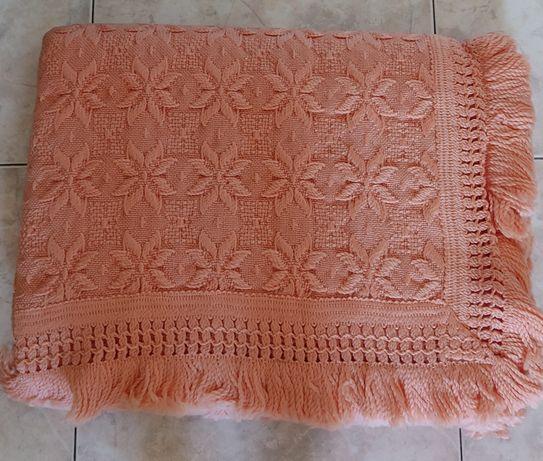 Colcha de cama de casal, em lã, nova.