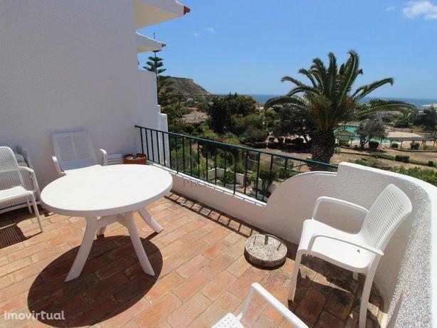 Apartamento T3 na Praia da Luz com vista mar e terraço vi...