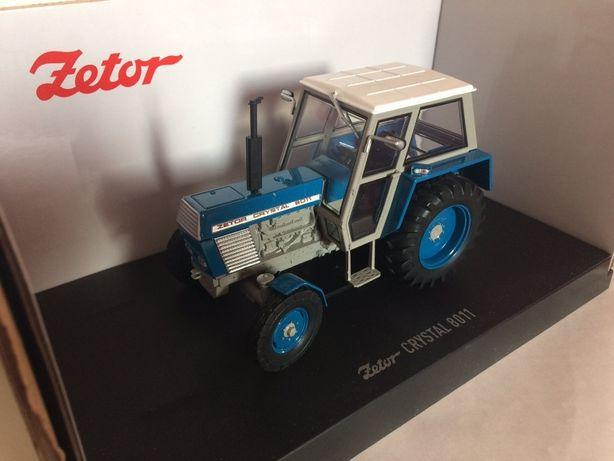 Ciągnik Zetor 8011 2WD Universal Hobbies 1:32 - nowy