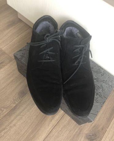 Замшевые фирменные туфли  р.41