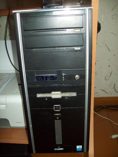 Komputer - Obudowa + płyta główna + procesor + pamięci + CD