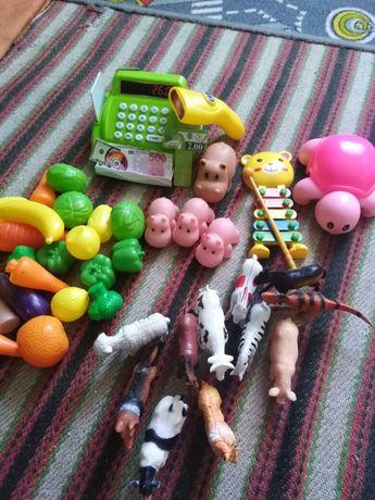 Продам игрушки магазин и ферма.За всё что на фото цена.
