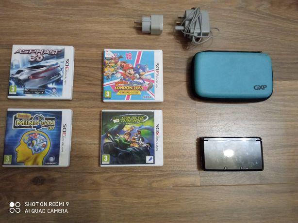 Nintendo 3ds pokrowiec + 4 gry