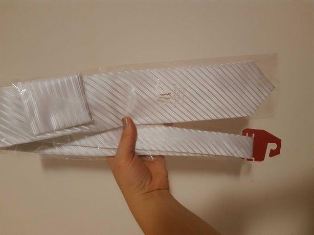 Biały krawat w prążki, nowy