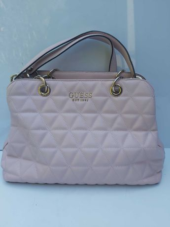 Torebka różowa GUESS koktajlowa torba kuferek