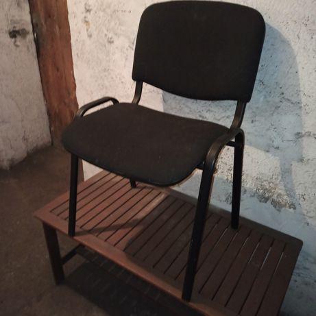 Czarne krzesło..