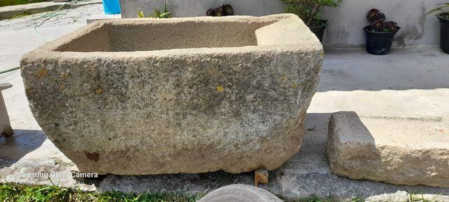 Tanque em pedra com mais de 200 anos aceito propostas