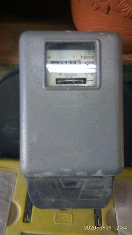 Licznik energii elektrycznej trójfazowy.
