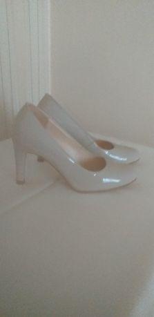 Sprzedam damskie obuwie