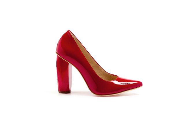 Sapatos Guava, vermelhos, brilhantes, originais e confortáveis.