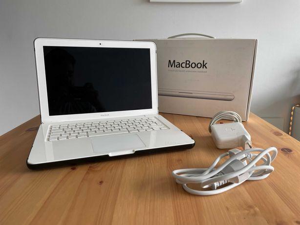 Macbook White 13'' 250 GB SSD 3GB RAM + Hard Case
