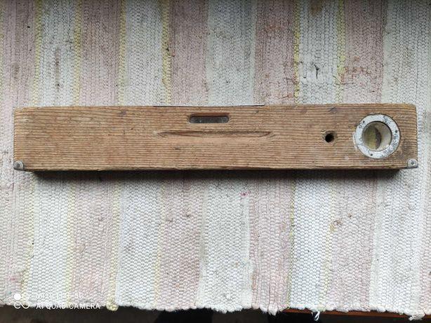 Nível em madeira antigo