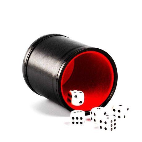 стакан та кубики кости для настільниох ігор