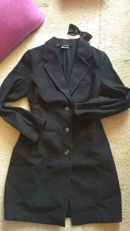 Elegancki klasyczny czarny płaszcz 40 L