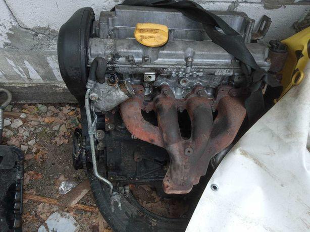 Двигатель на Опель Вектра б