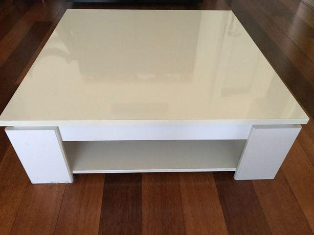 Mesa de centro branca p/ sala: quadrada, acab. brilhante, 2 níveis