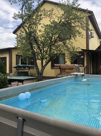 Дом в центре с баней и бассейном.