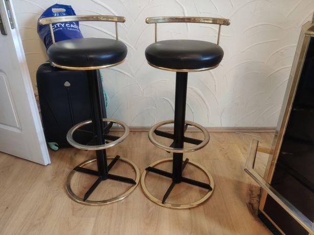Elegancki barek i krzesła barowe komplet