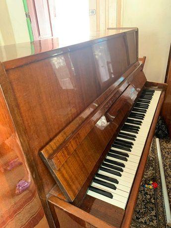 Продам піаніно.        .