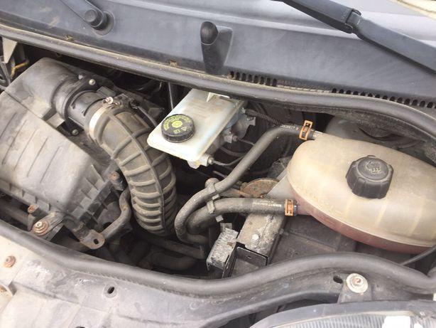 Мотор 2.5 віваро трафік