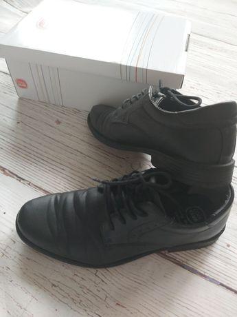 Czarne Półbuty buty komunijne cool club 37