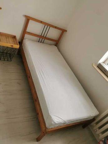 Sprzedam 2 łóżka wraz z materacami