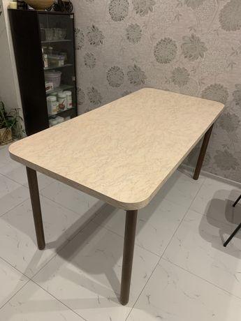 Продам кухонный стол. В хорошем состоянии
