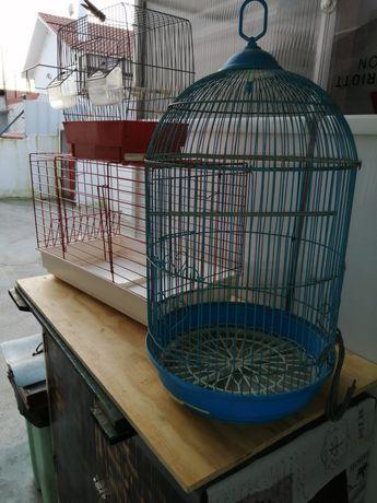Conjunto gaiolas usadas