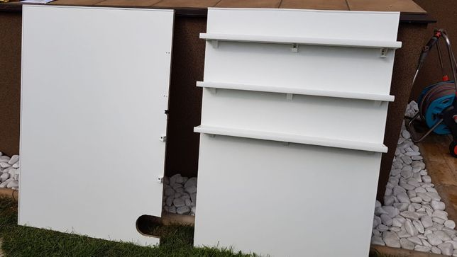 Dwie scianki z płyty,jedna scianka z trzema półkami np. do przedszkola