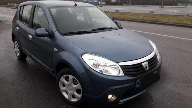 Автомобіль Dacia Sandero