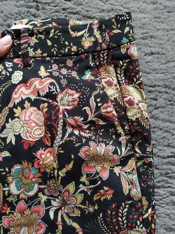 Śliczne długie spodnie w kwiatki wzorki r.M