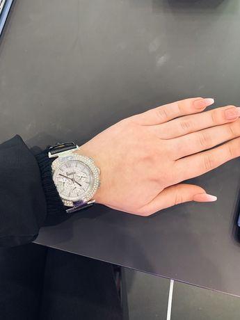 Наручные часы Freelook с стразами сваровски