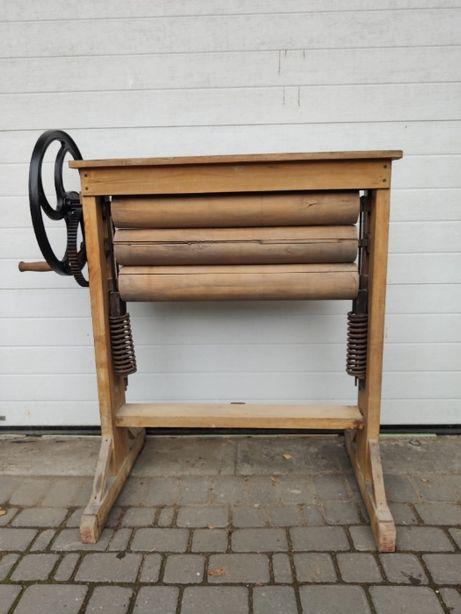 Zabytkowy drewniany magiel/maglownica