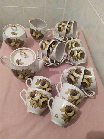 Чайный сервиз времён СССР на 12 персон с позолотой.
