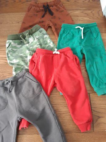 Pięć par dresowych spodni